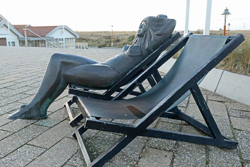 beeld strandstoelen Katwijk boulevard