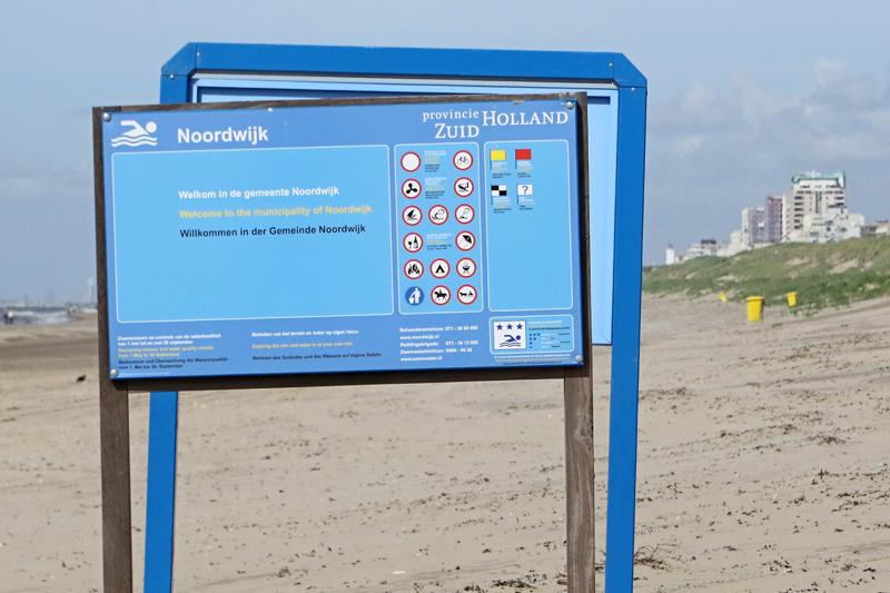 Coepelduynen strand gemeentegrens Katwijk Noordwijk borden
