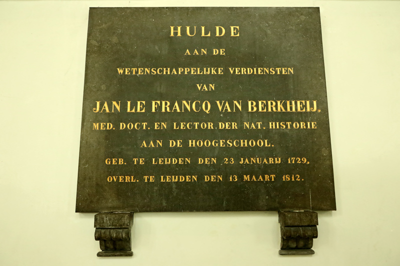 Gedenksteen le Francq van Berkheij Hooglandse kerk Leiden Berkheide